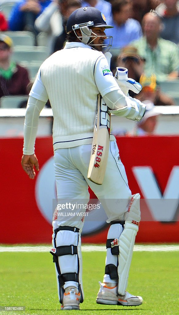 Sri Lankan batsma's Kumar Sangakkara reacts after injuring his hand with a delivery from Australia's fast bowler Mitchell Johnson on the third day of the second cricket Test match at the Melbourne Cricket Ground (MCG) on December 28, 2012. AFP PHOTO/William WEST USE