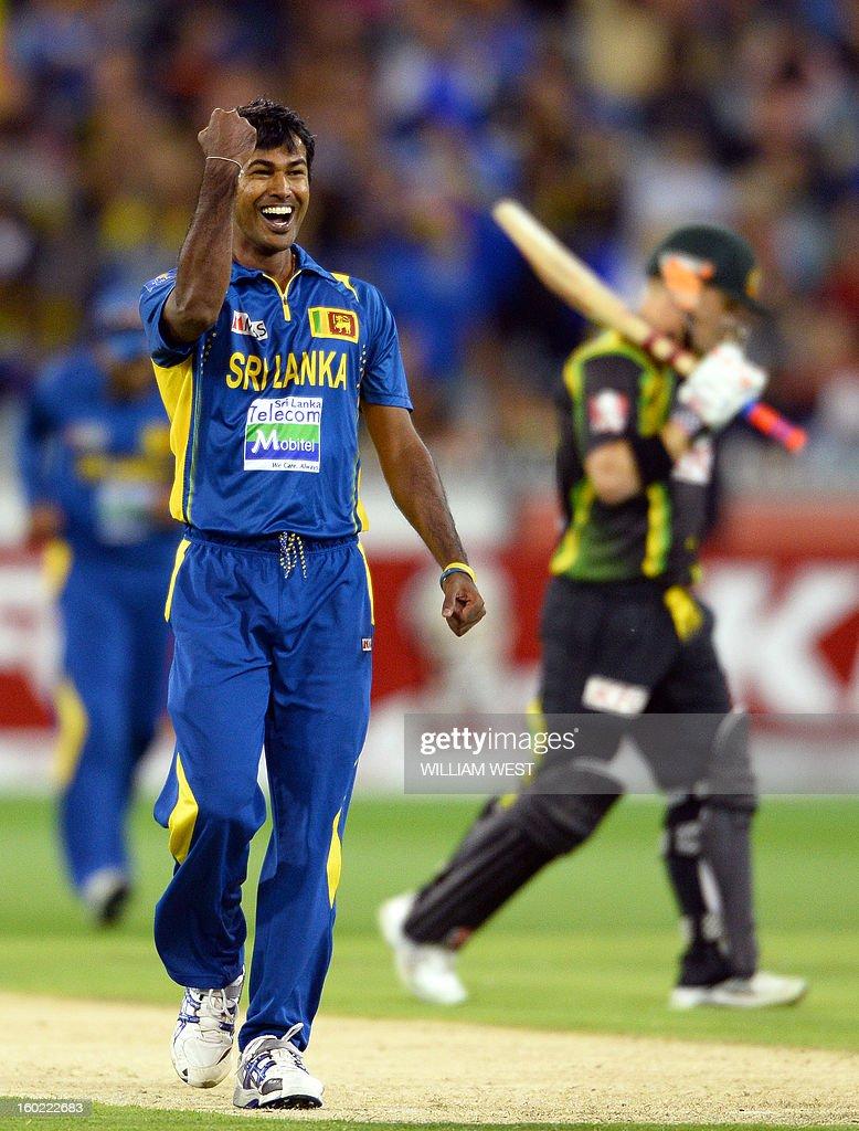 Sri Lankan bowler Nuwan Kulasekara (L) celebrates after dismissing Australian batsman David Warner (R) during their Twenty20 match played at the Melbourne Cricket Ground (MCG), on January 28, 2013. AFP PHOTO/William WEST USE
