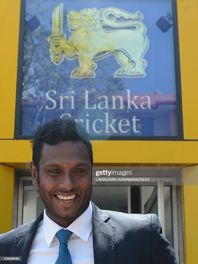 Sri Lankan cricket captain Angelo Mathews leaves after a press conference as the team prepare to leave for their forthcoming England tour in Colombo on May 4, 2016. / AFP / LAKRUWAN
