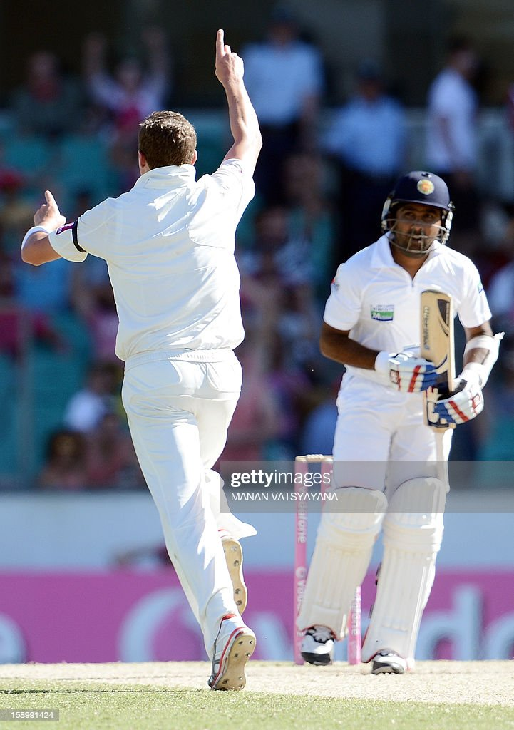 Sri Lankan cricket captain Mahela Jayawardena (R) is dismissed by Australian fastbowler Peter Siddle (L) on day three of the third cricket Test match between Australia and Sri Lanka at the Sydney Cricket Ground on January 5, 2013.