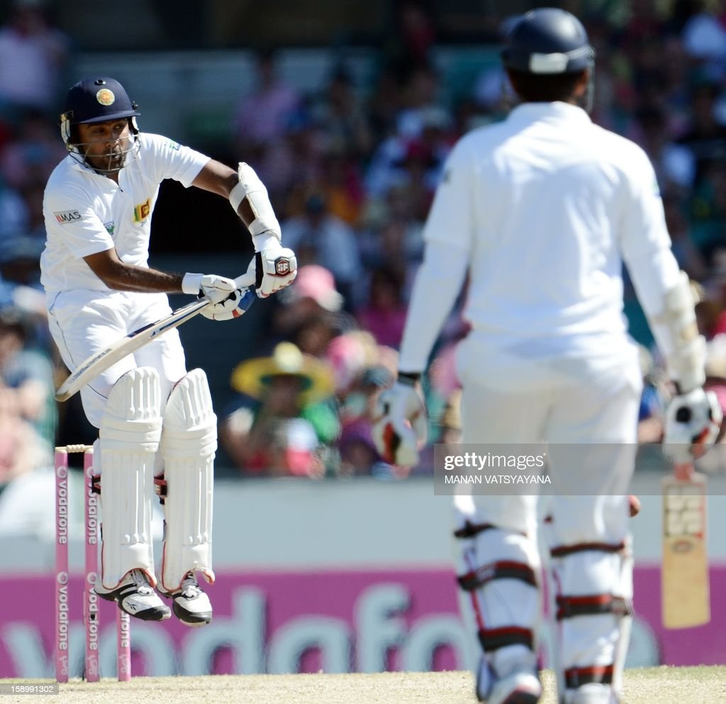 Sri Lankan cricket captain Mahela Jayawardena (L) plays a shot on day three of the third cricket Test between Australia and Sri Lanka at the Sydney Cricket Ground on January 5, 2013.