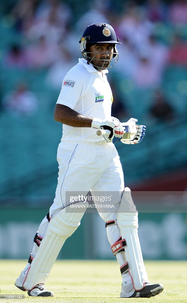 Sri Lankan cricket captain Mahela Jayawardena walks back to pavilion after his dismissal on day three of the third cricket Test match between Australia and Sri Lanka at the Sydney Cricket Ground on January 5, 2013.