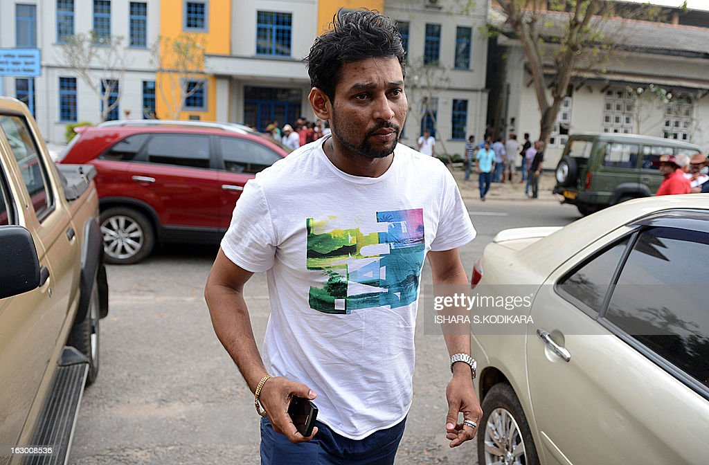 Sri Lankan cricketer Tillakaratne Dilshan arrives at the Sri Lanka Cricket office to hold talks with selectors in Colombo on March 3, 2013. Sri Lanka's national cricketers dropped a controversial pay demand Sunday clearing the way for them to play against Bangladesh in an upcoming series, a top official said. Chief Selector Sanath Jayasuriya said he held crisis talks with the rebellious players who agreed to the same terms and conditions offered by Sri Lanka Cricket (SLC) and be available for selection for the First Test starting March 8. AFP PHOTO/ Ishara S