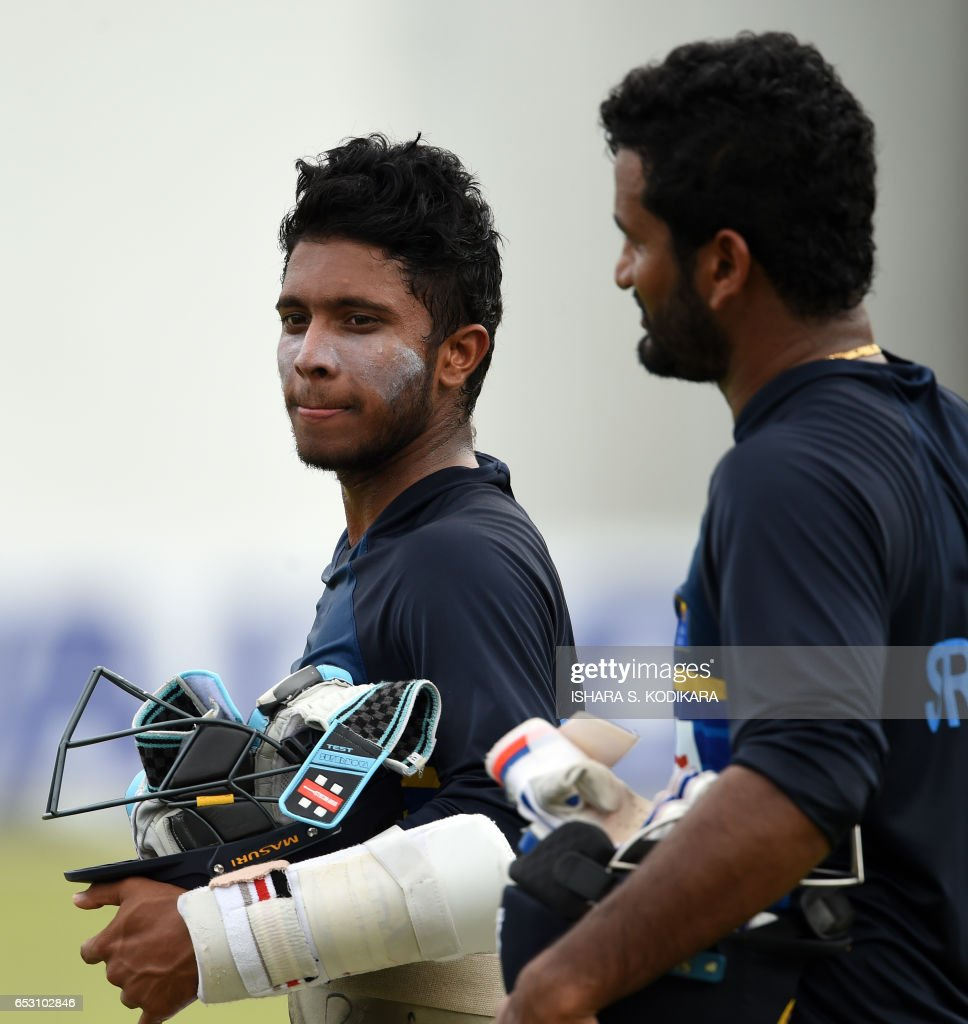 Sri Lankan cricketers Kusal Mendis (L) and Dimuth Karunaratne walk with their equipment during a practice session at The P. Sara Oval Cricket Stadium in Colombo on March 14, 2017. Bangladesh play their 100th Test on March 15, against Sri Lanka at The P. Sara Oval Cricket Stadium in Colombo. / AFP PHOTO / Ishara S. KODIKARA