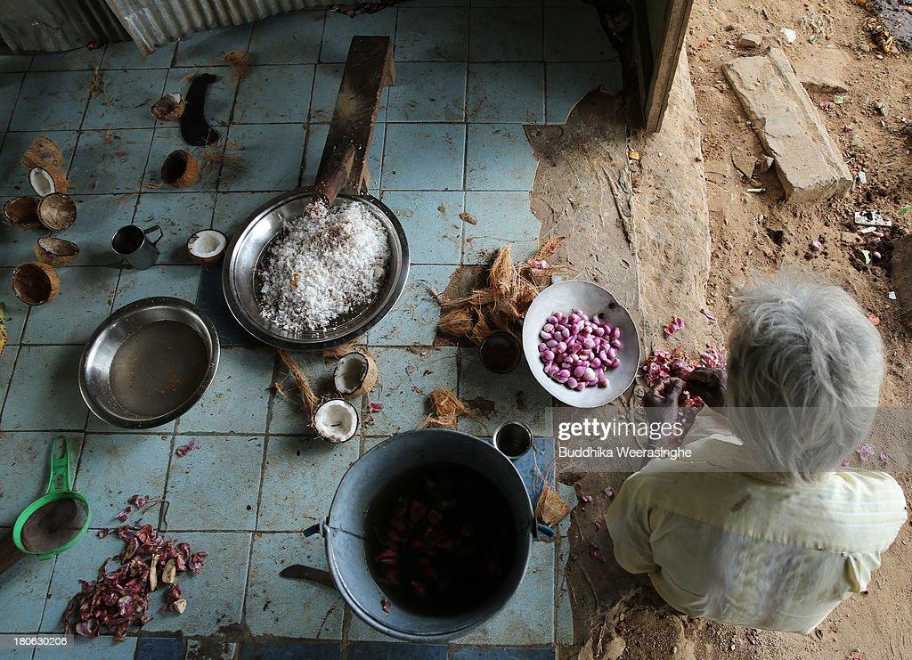 Sri Lankan ethnic Tamil man prepares temple food at Hindu temple fomer rebel capital of Kilinochchi on September 15 2013 in Kilinochchi Sri Lanka Sri...