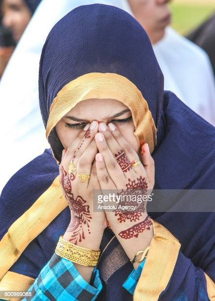 Sri Lankan Muslim woman prays on the Eid alFitr prayer during the Eid alFitr holiday at the Galle Face green in Colombo Sri Lanka on July 26 2017 Eid...