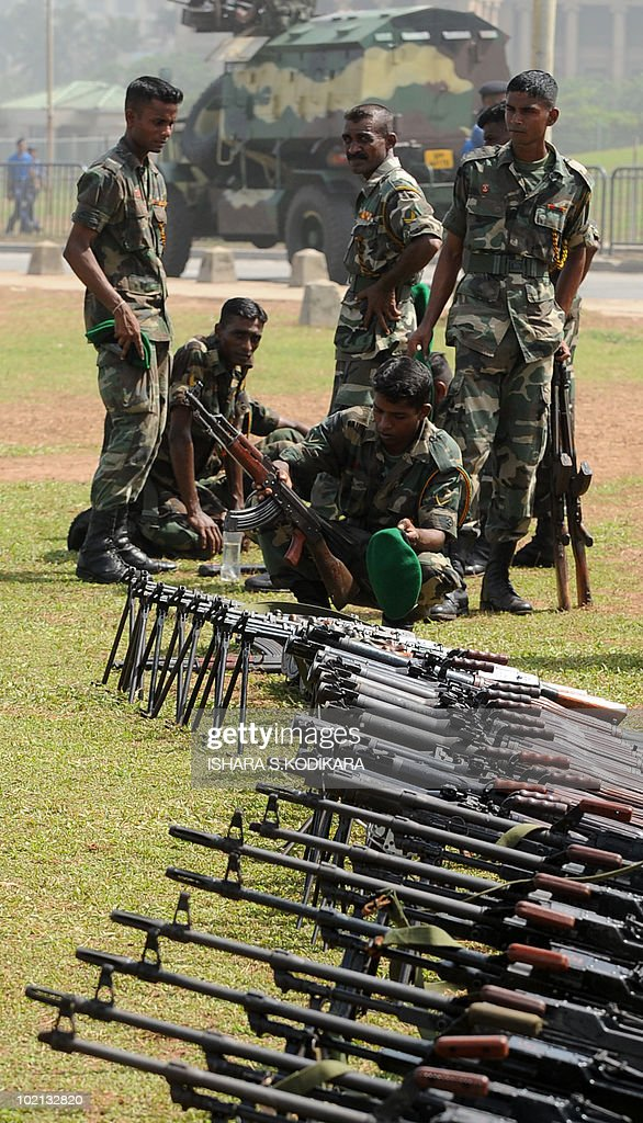 Sri Lankan soldiers take a break during a rehearsal march in Colombo on June 16, 2010. Security forces are preparing for June 18 celebrations of Sri Lanka's military victory over Tamil Tiger rebels last May, which ended the 37-year ethnic conflict. AFP PHOTO/Ishara S. KODIKARA