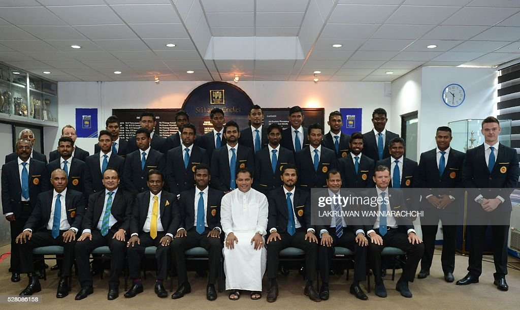 Sri Lankan Sports Minister Dayasiri (C) poses for a photograph with the country's cricket team as they prepare to leave for their forthcoming England tour in Colombo on May 4, 2016. / AFP / LAKRUWAN