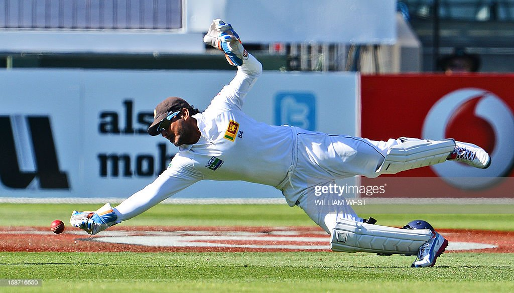Sri Lankan wicketkeeper Kumar Sangakkara dives and drops a catch from Australian batsmen Shane Watson on the first day of the second cricket Test match at the Melbourne Cricket Ground (MCG), in Melbourne, on December 26, 2012. AFP PHOTO/William WEST IMAGE