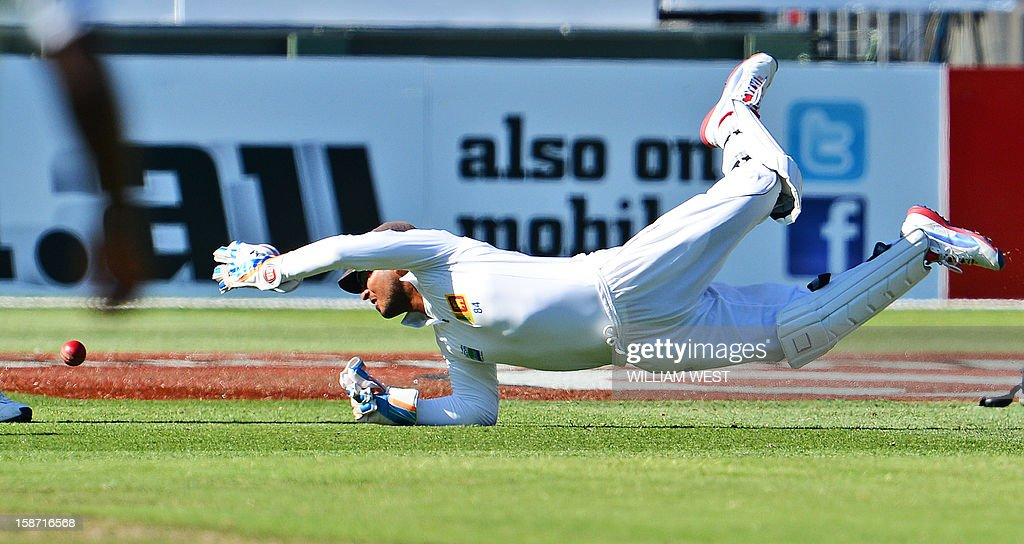Sri Lankan wicketkeeper Kumar Sangakkara dives and drops a catch from Australian batsmen Shane Watson on the first day of the second cricket Test match at the Melbourne Cricket Ground (MCG), in Melbourne, on December 26, 2012. AFP PHOTO/William WEST IMAGE RESTRICTED TO EDITORIAL USE - STRICTLY NO COMMERCIAL USE