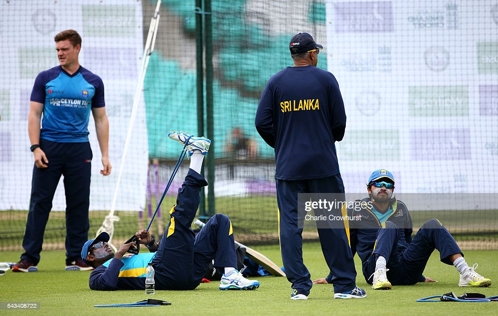 Sri Lanka's Angelo Mathews relaxes with Dinesh Chandimal during an England & Sri Lanka Nets Session at The Kia Oval on June 28, 2016 in London, England.