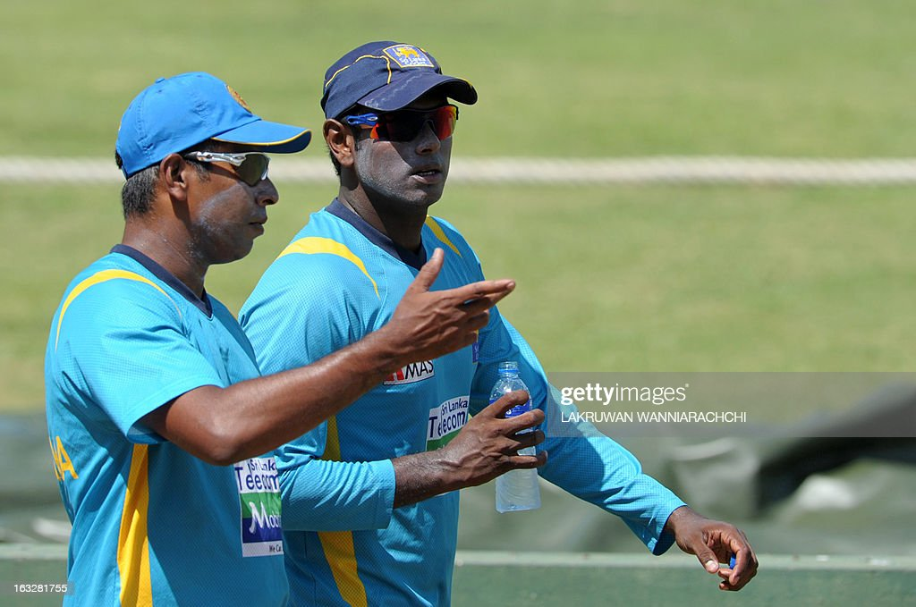 Sri Lanka's bowling coach Chaminda Vass (L) gives instructions to captain Angelo Mathews (R) during a practice session at the Galle International Cricket Stadium in Galle on March 7, 2013. Sri Lanka will play two Tests, three one-dayers and one Twenty20 cricket matches against Bangladesh, with the first Test to start March 8 in Galle. AFP PHOTO/ LAKRUWAN WANNIARACHCHI