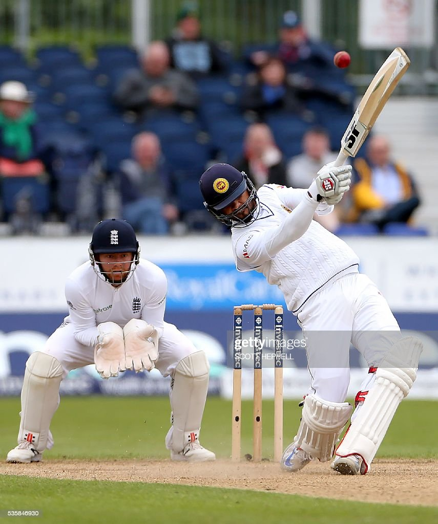 Sri Lanka's Dinesh Chandimal (R) bats on the fourth day of the second test cricket match between England and Sri Lanka at the Riverside in Chester-le-Street, north east England, on May 30, 2016. / AFP / SCOTT