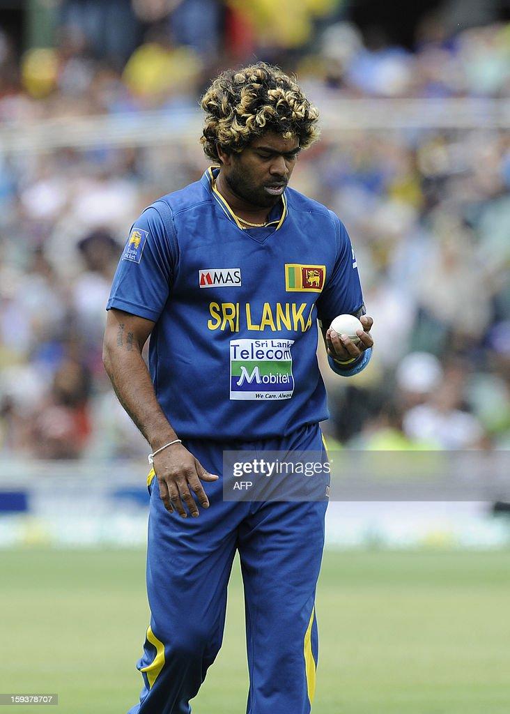 Sri Lanka's Lasith Malinga prepares to bowl against Australia during their one-day international cricket match at the Adelaide Oval on January 13, 2013. AFP PHOTO / David Mariuz USE