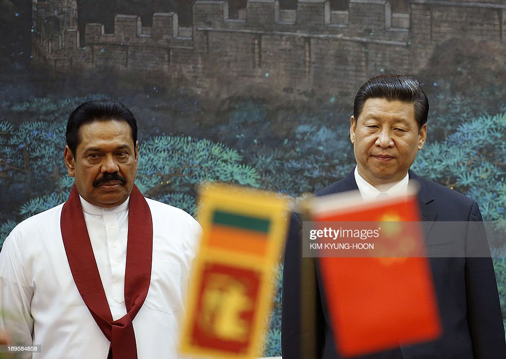 Sri Lanka's President Mahinda Rajapaksa (L) and China's President Xi Jinping attend a signing ceremony at the Great Hall of the People in Beijing on May 28, 2013.