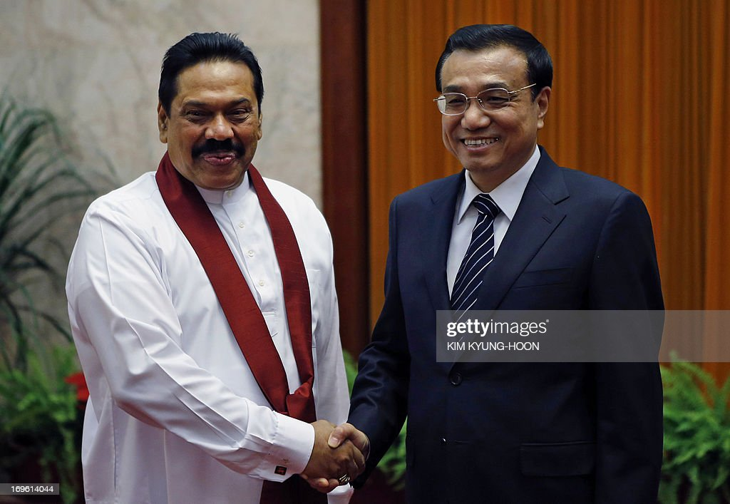 Sri Lanka's President Mahinda Rajapaksa (L) shakes hands with China's Premier Li Keqiang during their meeting at the Great Hall of the People in Beijing on May 29, 2013. Mahinda Rajapaksa is on a two-day visit to China. AFP PHOTO / POOL / Kim Kyung-Hoon