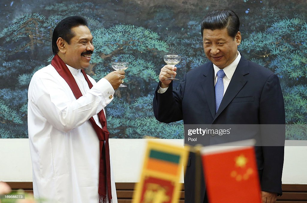 Sri Lanka's President Mahinda Rajapaksa (L) toasts with China's President Xi Jinping during a signing ceremony at the Great Hall of the People on May 28, 2013 in Beijing, China.