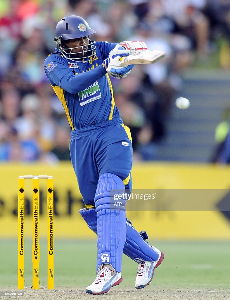 Sri Lanka's Tillakaratne Dilshan bats against Australia during their one-day international cricket match at the Adelaide Oval on January 13, 2013. AFP PHOTO / David Mariuz USE