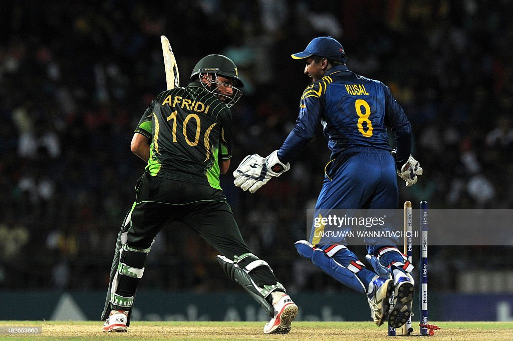 Sri Lanka's wicketkeeper Kusal Perera (R) reacts as Pakistan's cricket captain Shahid Afridi (L) gets dismissed during the second Twenty20 International cricket match between Sri Lanka and Pakistan at the R. Premadasa International Cricket Stadium in Colombo on August 1, 2015.