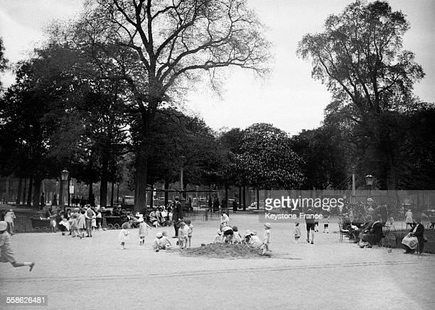 Série du printemps à Paris France en 1932