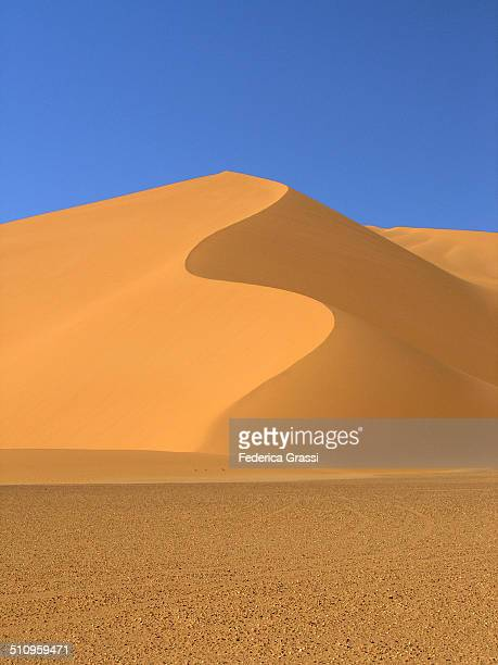 S-shaped sand dune in Sahara