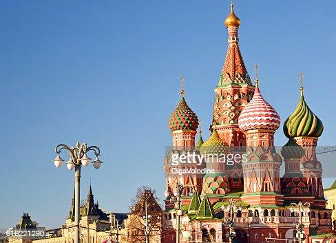 聖ワシリイ大聖堂の背景に赤の広場 : ストックフォト