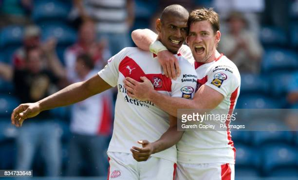 St Helens' Leon Pryce celebrates his try with Matt Gidley during the Carnegie Challenge Cup Semi Final at the Galpharm Stadium Huddersfield