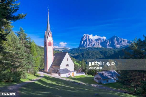 Iglesia de San Jacob sobre Val Gardena en las Dolomitas - XXL Panorama