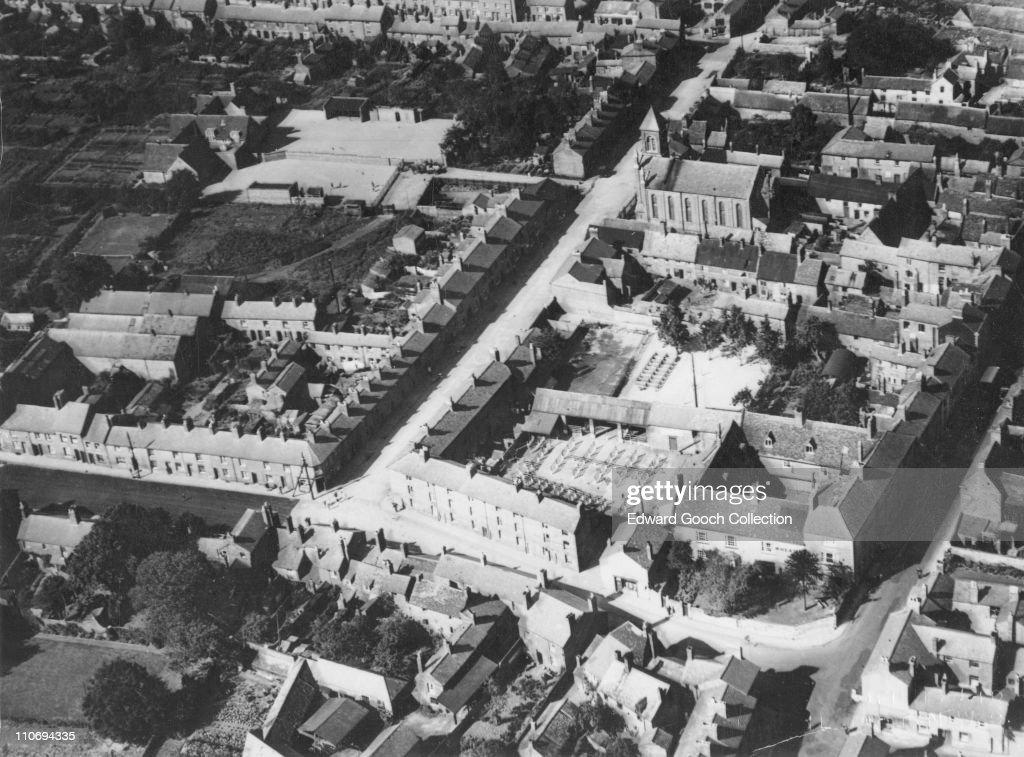 St. James' Street and Church, Daventry, Northamptonshire, circa 1960.
