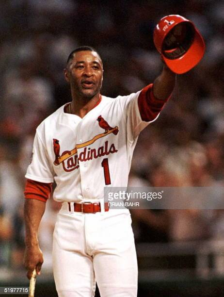 St Louis Cardinals' Ozzie Smith acknowledges the crowd as he comes to bat in the seventh inning of his fifteenth and final AllStar Game 09 July in...