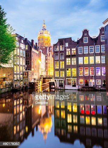 聖ニコラス教会、オランダアムステルダムの運河の反射
