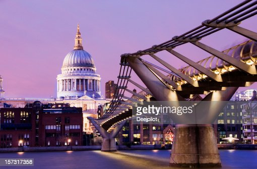 Catedral de St Paul at Sunset in London, Reino Unido