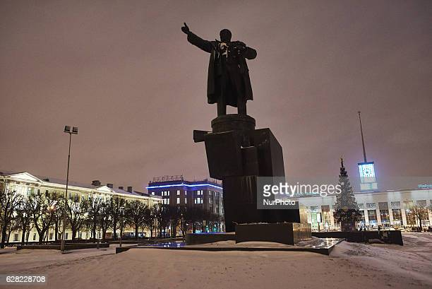 St Petersburg Russia The monument of 1917 Revolution leader Vladimir Lenin at the square of his name Behind there is building of Finland Railway...