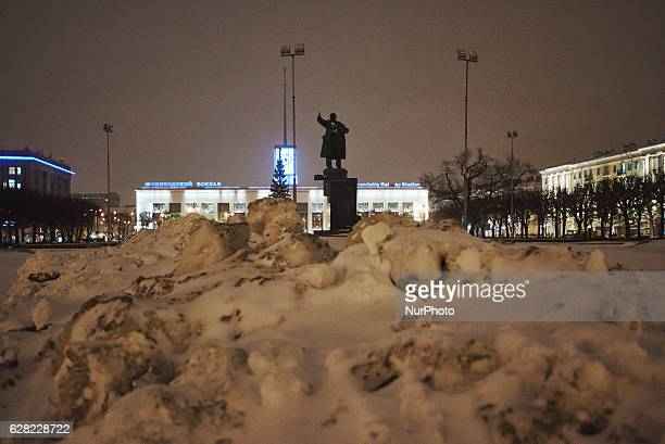 St Petersburg Russia The snowdrifts lie before the monument of 1917 Revolution leader Vladimir Lenin at the square of his name Behind there is...