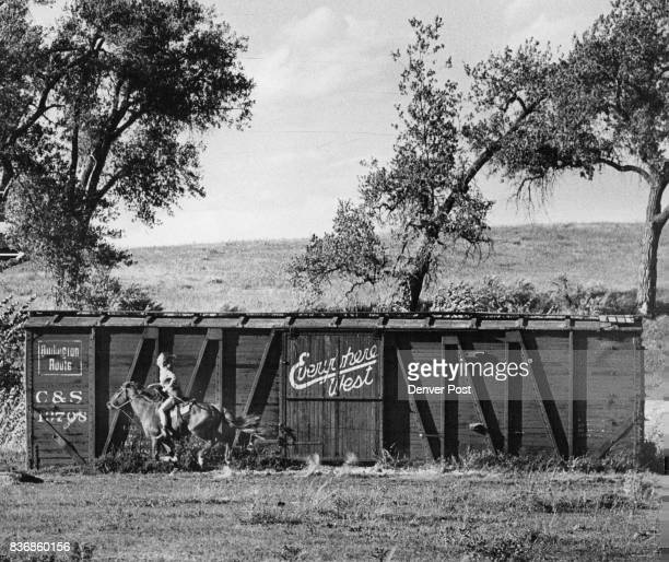 SEP 1975 SEP 20 1975 SEP 21 1975 ***** Stables 104 Ave Riverdale Rd Young woman sides horse past Stables Credit Denver Post Inc