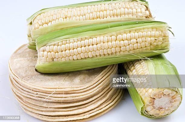 1 スタックのトウモロコシのトルティーヤや個の軸付きとうもろこし