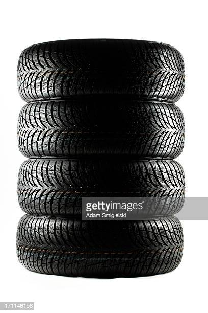 Pile de pneus haute-performance.