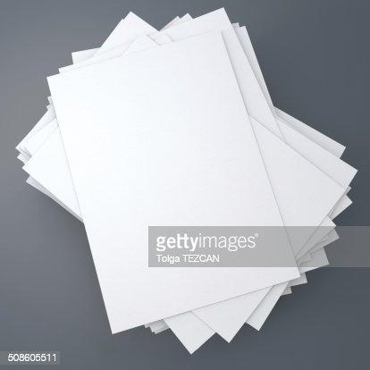 Pila de papeles : Foto de stock