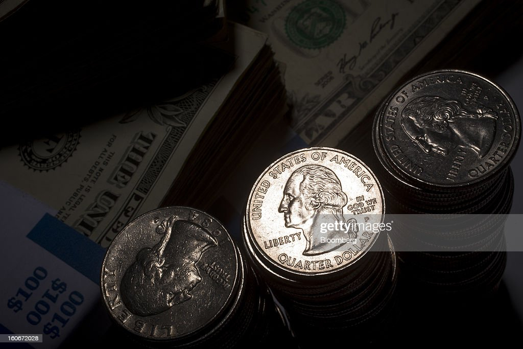 Stacks of U.S. $0.25 coins, or quarters, are arranged for a photograph in New York, U.S., on Monday, Feb. 4, 2013. Stocks tumbled the most this year and the euro slid while Spanish bond yields surged amid renewed concern about Europe's debt crisis. Ten-year U.S. yields lost six basis points to 1.96 percent. Photographer: Scott Eells/Bloomberg via Getty Images