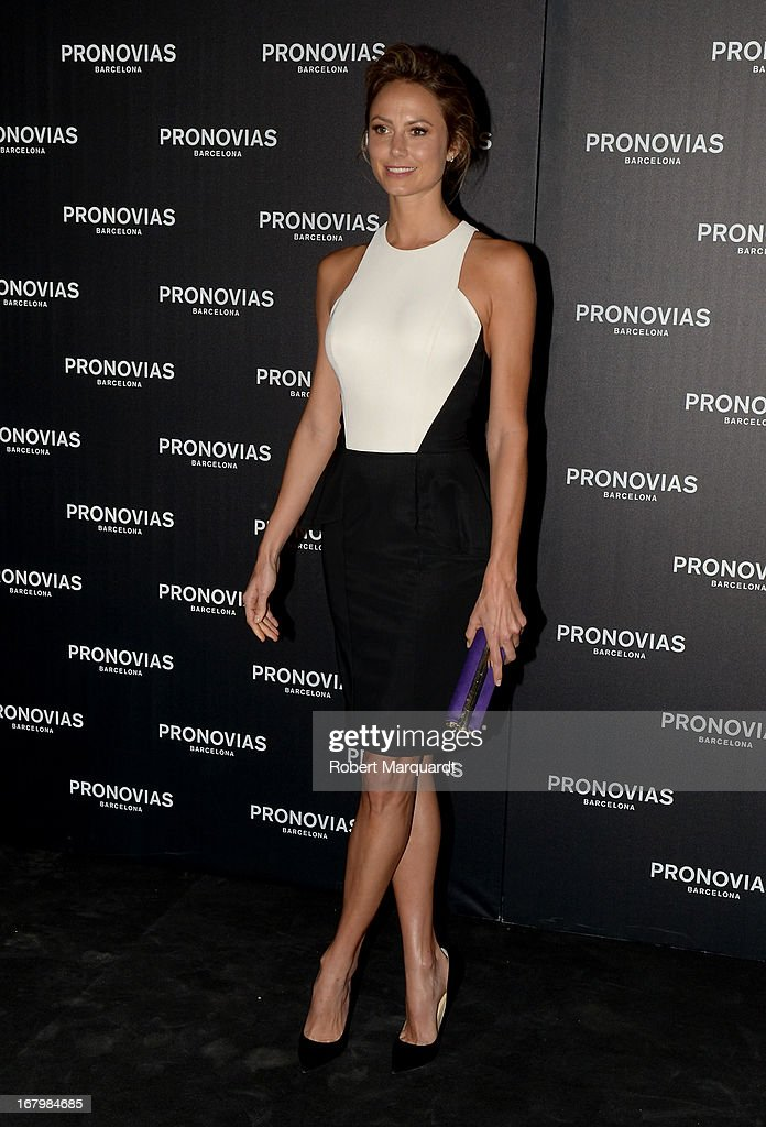 Stacy Keibler poses for a photocall before the Pronovias bridal fashion show during Barcelona Bridal Week 2013 on May 3, 2013 in Barcelona, Spain.