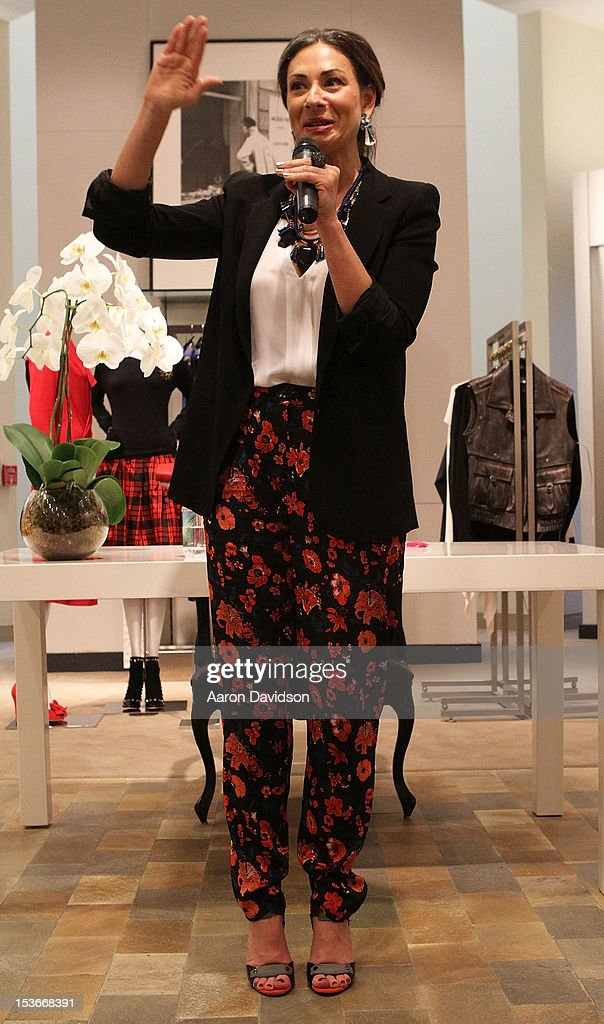 <a gi-track='captionPersonalityLinkClicked' href=/galleries/search?phrase=Stacy+London&family=editorial&specificpeople=542682 ng-click='$event.stopPropagation()'>Stacy London</a> greets fans and signs copies of her book 'The Truth About Style' at Neiman Marcus on October 8, 2012 in Miami Beach, Florida.