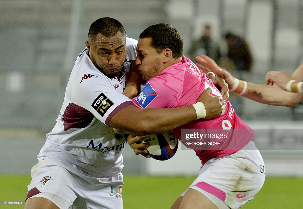 Stade Francais French wing Julien Arias (R) plays the ball during the French Top 14 rugby union match Bordeaux-Begles vs Stade Fran��ais on April 30, 2016 at the Matmut Atlantique Stadium in Bordeaux.