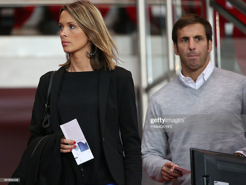 Stade Francais' head coach Gonzalo Quesada (R) and his whife French TV host Isabelle Ithurburu arrive for the French L1 football match Paris Saint-Germain (PSG) vs Monaco (ASM), on September 22, 2013 at the Parc des Princes stadium in Paris.