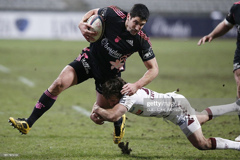 Stade Francais' New Zealander centre Paul Williams (L) vies with Bordeaux Begles' Argentinian fly-half Federico Sanchez during the French Top14 rugby union match between Stade Francais and Bordeaux-Begles on February 16, 2013 at the Stade Charlety in Paris. AFP PHOTO / GUILLAUME BAPTISTE