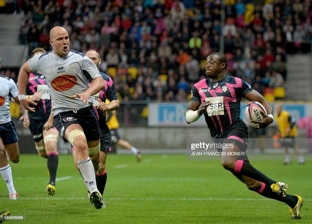 Stade Francais Paris' French fullback Djibril Camara (R) runs with the ball during the French Top 14 rugby union match between Agen and Stade Français on May 28, 2016 at the MMArena Stadium in Le Mans, northwestern France.