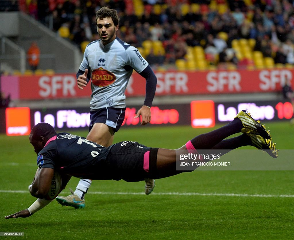 Stade Francais Paris' French fullback Djibril Camara scores a try during the French Top 14 rugby union match between Agen and Stade Français on May 28, 2016 at the MMArena Stadium in Le Mans, northwestern France.