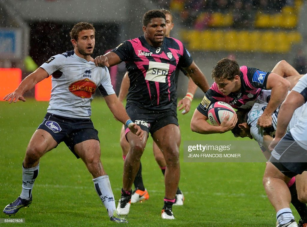 Stade Francais Paris' French scrumhalf Clement Daguin (R) is tackled during the French Top 14 rugby union match between Agen and Stade Français on May 28, 2016 at the MMArena Stadium in Le Mans, northwestern France.