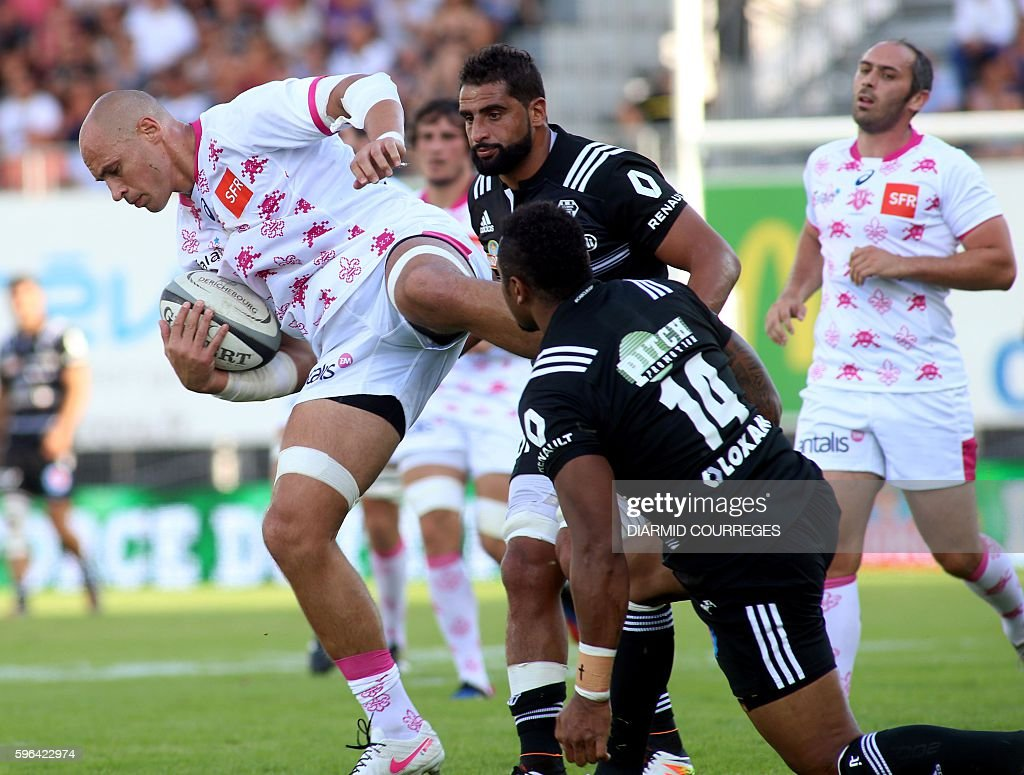 Stade Francais Paris' Italian Number Eight Sergio Parisse runs with the ball during the French Top 14 Rugby union match between Brive and Stade...