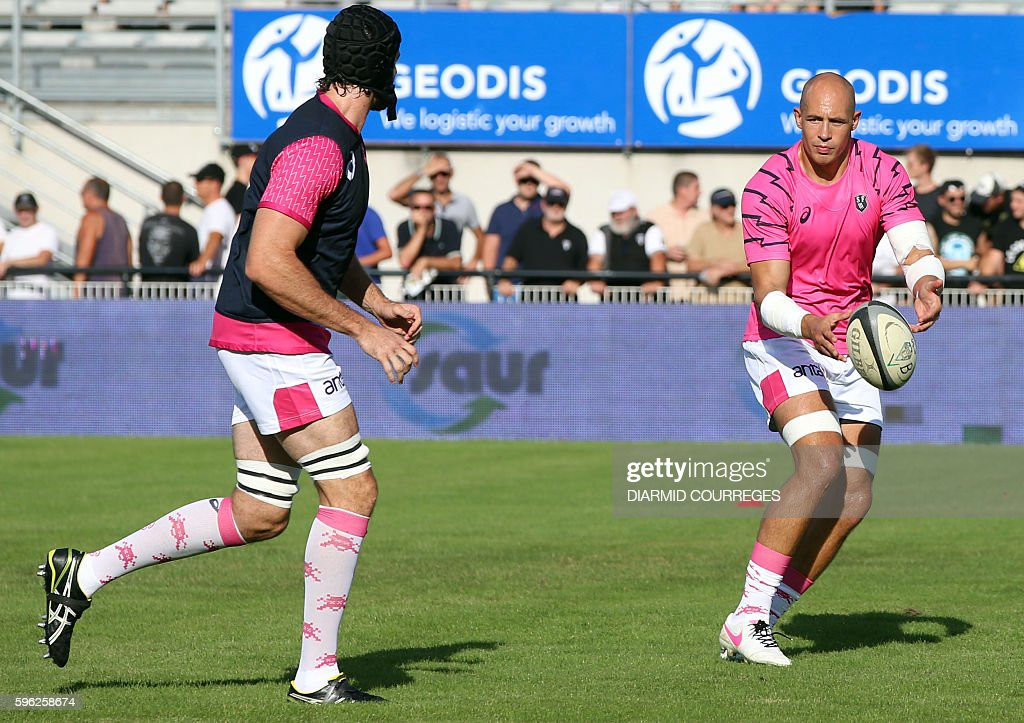 Stade Francais Paris' Italian Number Eight Sergio Parisse warms up before the French Top 14 Rugby union match between Brive and Stade Francais on...