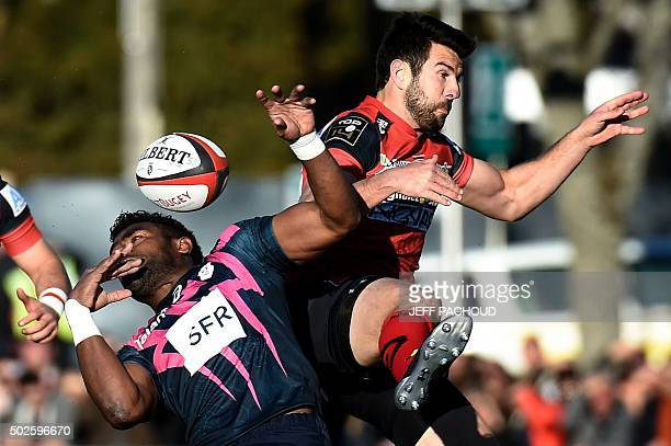 Stade Francais Paris' Josaia Raisuqe vies with Oyonnax' French fly half Regis Lespinas during the French Top 14 rugby union match Oyonnax vs Stade...